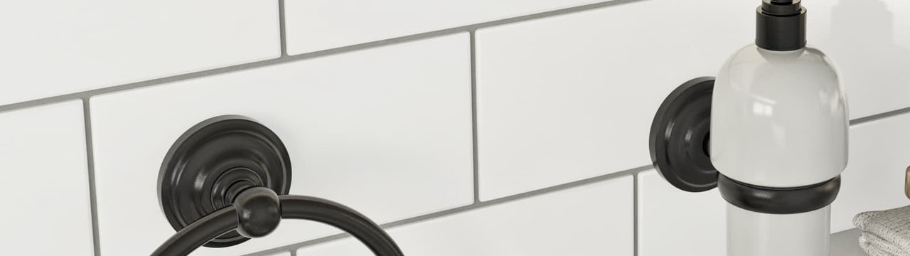 Bathroom Trends: Black accents