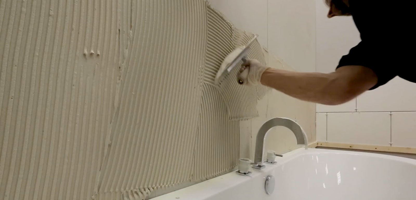 How to mix & apply tile adhesive & work out how much you need
