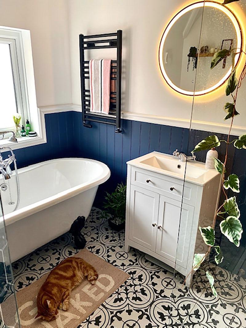 Blue bathroom ideas by @rusper_reno8 on Instagram