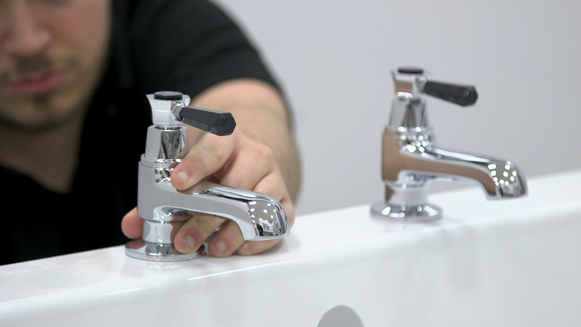 Fitting bath taps