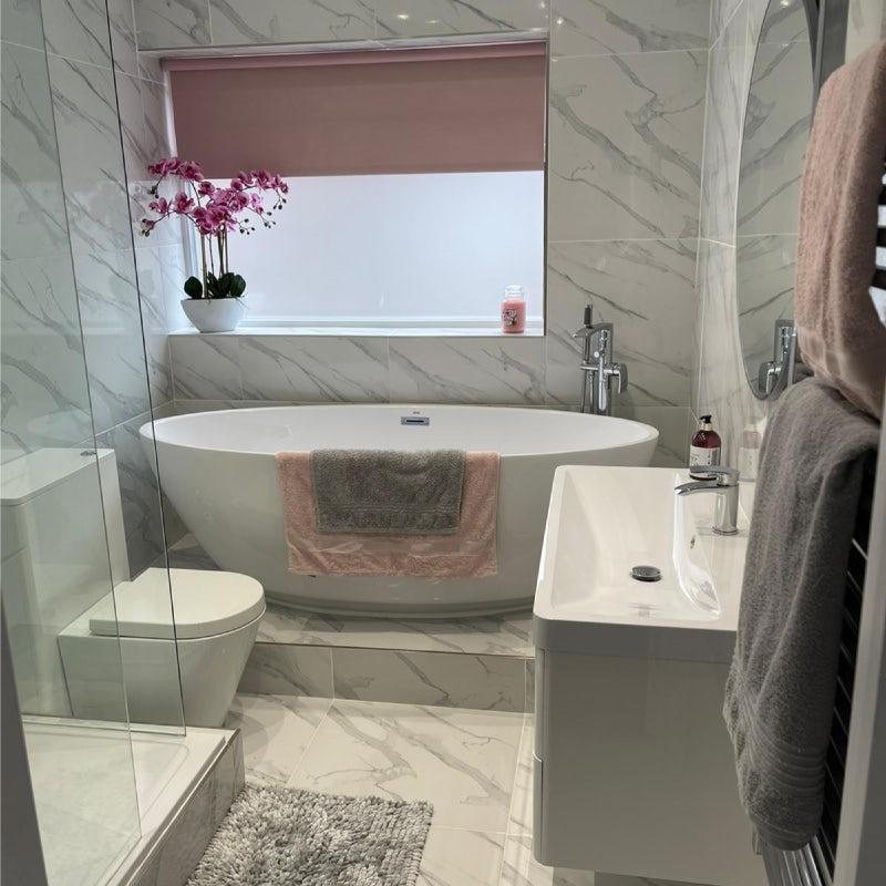 Full marble effect tiling