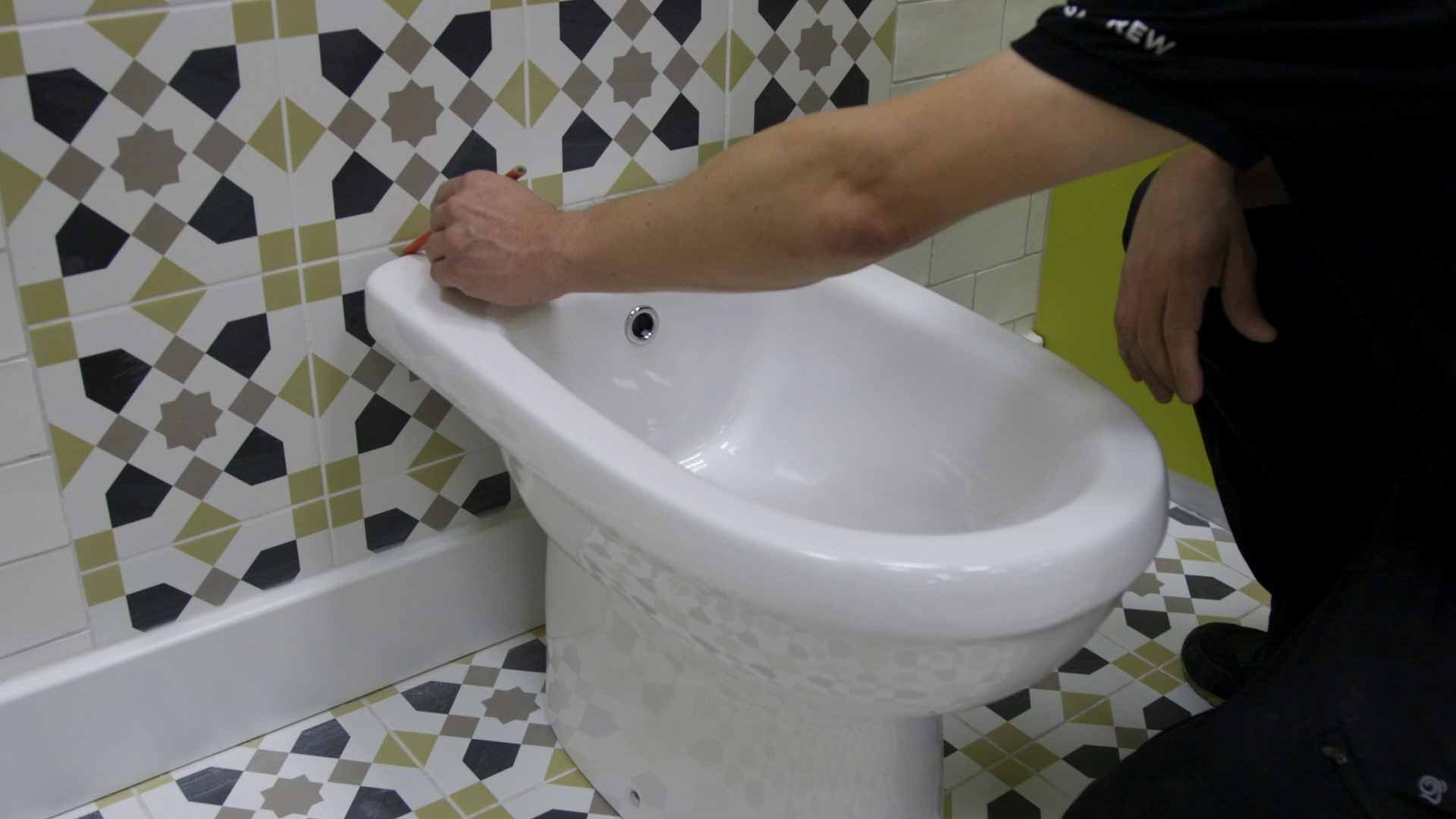 Marking the outline of the bidet