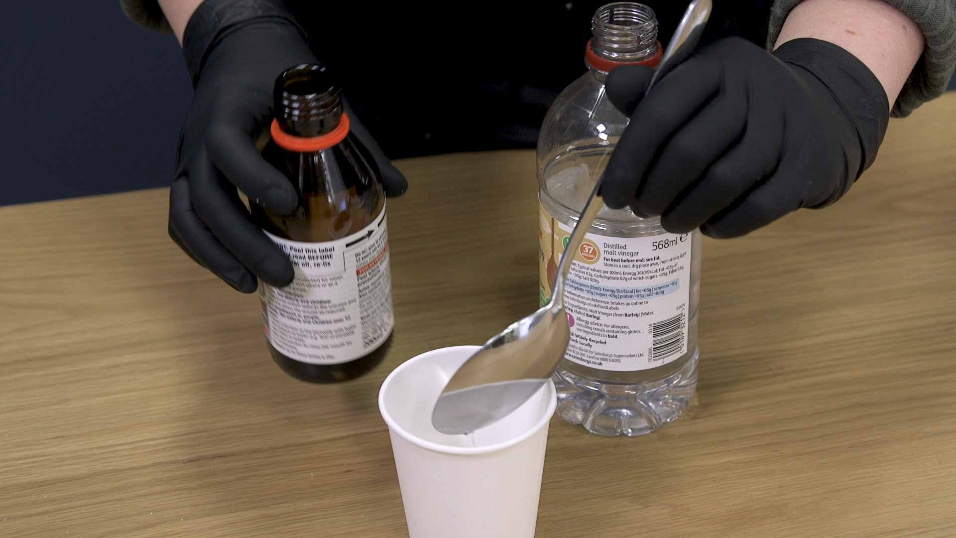 Mixing vinegar and hydrogen peroxide