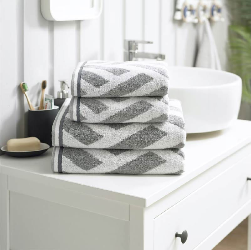 Deyongs Nice 550gsm patterned 4 piece towel bale silver