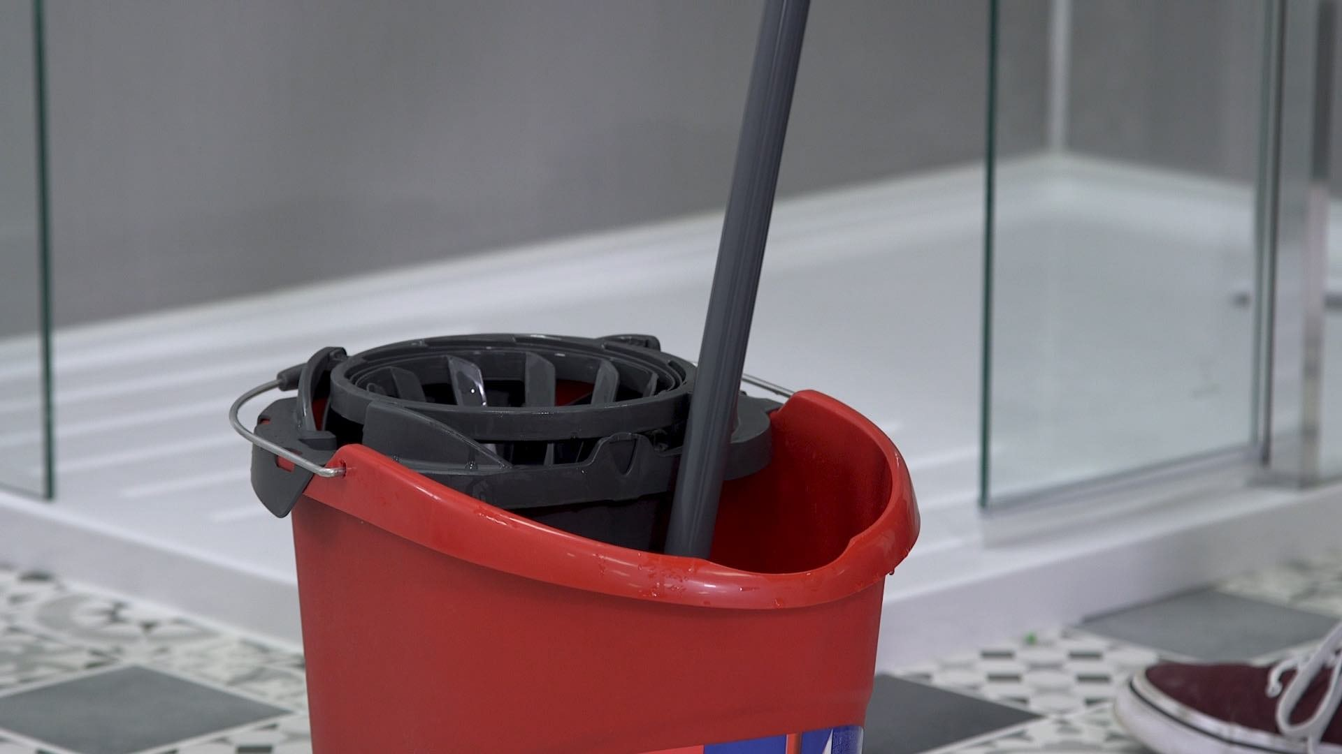 Rinsing your mop