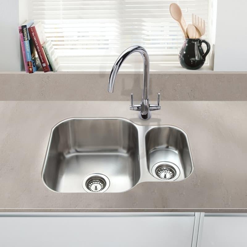 Kitchen sink with rinser