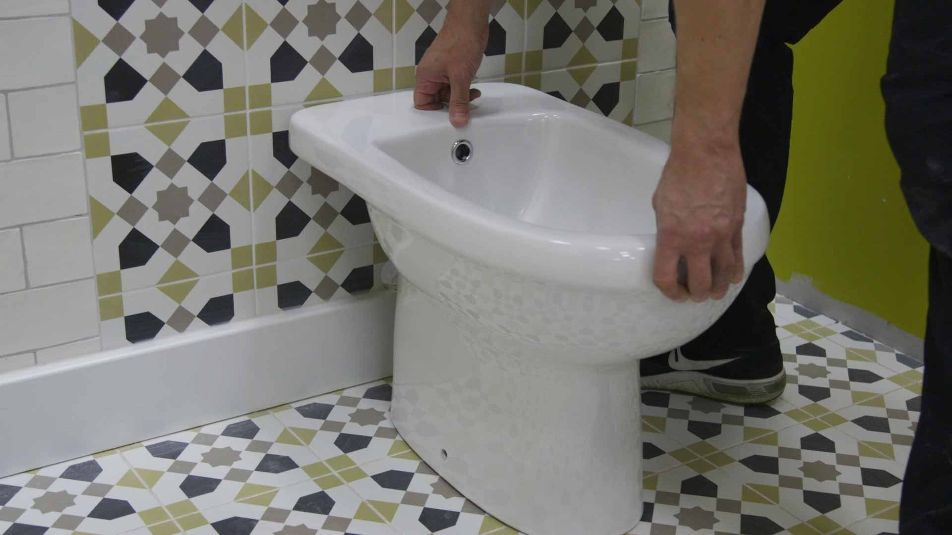 Placing the bidet in position