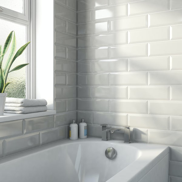 Maxi Metro light grey bevelled gloss wall tile 100mm x 300mm