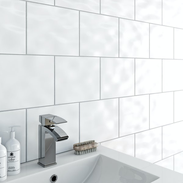 Simplicity bumpy white gloss tile 200mm x 250mm