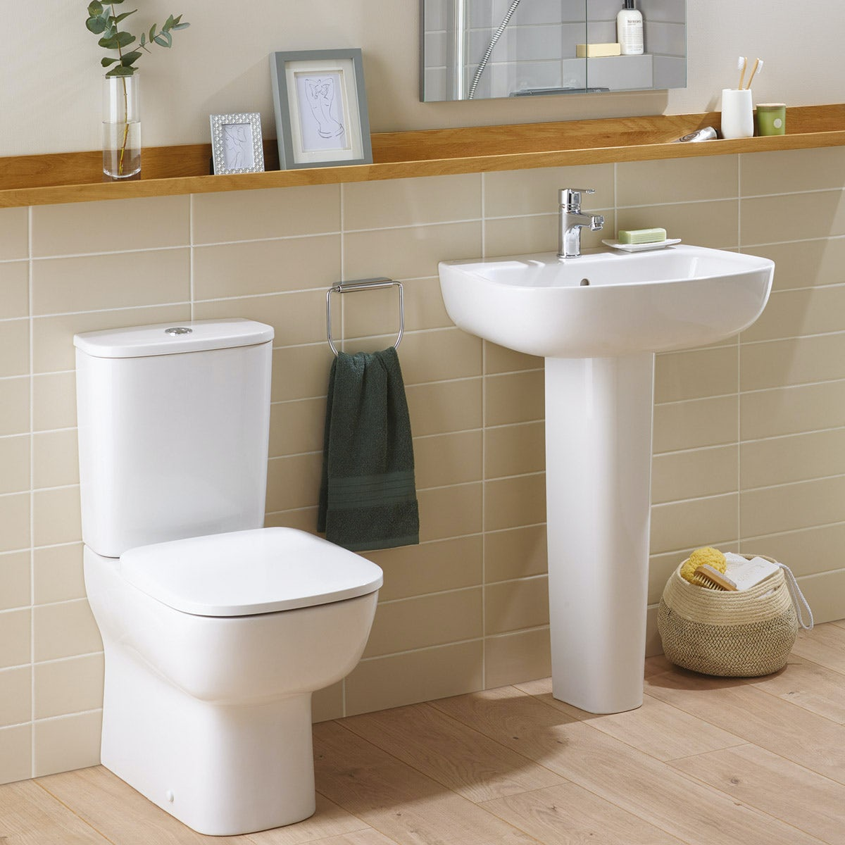 Ideal Standard Studio Echo cloakroom suite with close coupled toilet and full pedestal basin 550mm