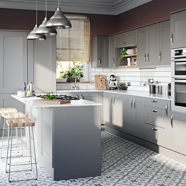 Schon New England light grey 150mm pull out base unit
