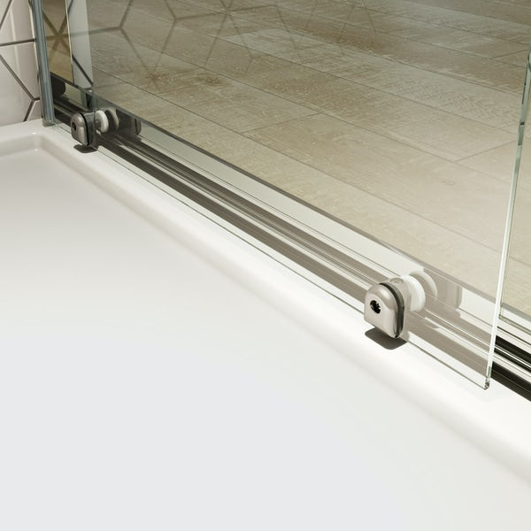Clarity 4mm shower door with lighweight tray