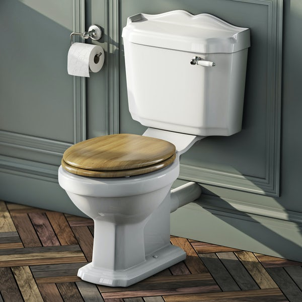 Winchester Close Coupled Toilet inc Oak Seat