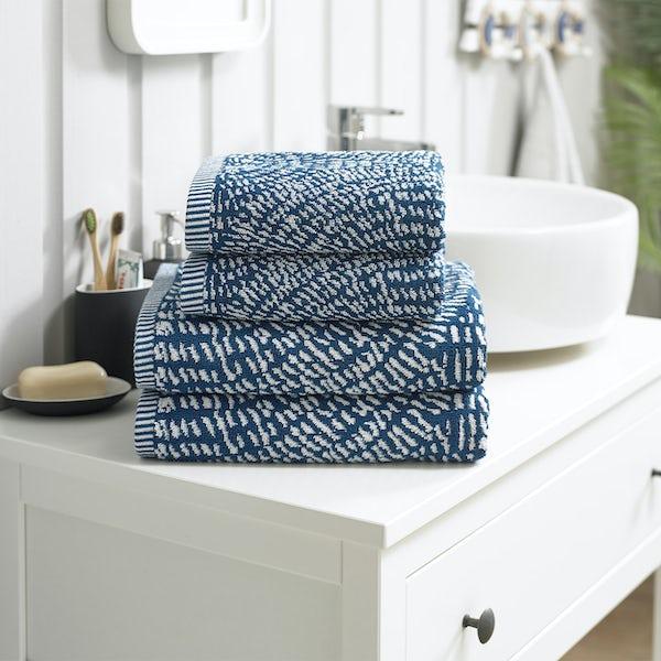 Deyongs Cannes 550gsm patterned 4 piece towel bale blue